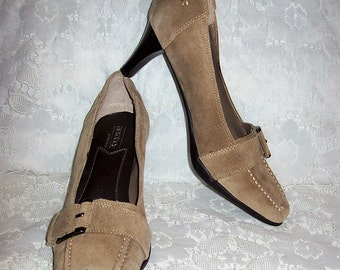 Vintage Ladies Beige Suede Pumps by Aerosoles Size 7 1/2 Only 7 USD