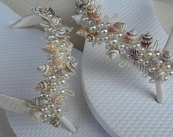 Ivory Shell Bridal Flip Flops / Beach Wedding Flip Flops / Shell and Ivory Pearls Flip Flops / Bridesmaids.