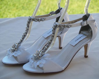 White Wedding Shoes mid heels Vintage style,Peep toe,ankle T-strap, Great Gatsby style, retro look satin heel, Old Hollywood, 30s 40s