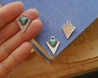 10pcs Antique Silver and Turquoise Triangle Arrowhead Charms 15mm (SC3279)
