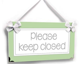 please keep closed door sign - guests bathroom / house house decor plaque green background - all colors available  - P762