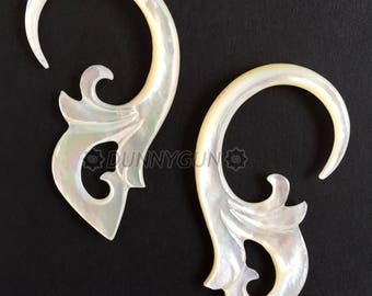 6G Pair Mother of Pearl Sweep Spiral Hoop Gauged Earring Plugs 6 gauge Hand Carved Body Piercing Jewelry