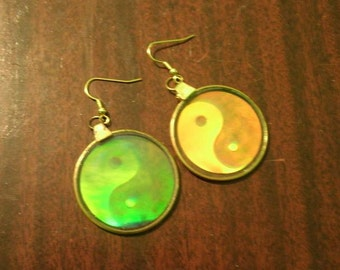 3D Yin and Yang Symbol Glass Hologram Earrings Retro Vintage Style Holographic Boho Hipster New Age