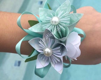 Paper Flower Wrist Corsage/ Bridal Bouquet // Kusudama Origami Bouquet/ Wedding/ Bridesmaid Bouquet/ Paper Flowers Corsage/Wristlet