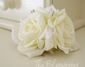 Flower clip / White rose blooms / Bridal flower clip / Silk flower hair clip / Bridal hair clip / Decorative clip / Wedding flower clip