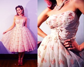 Classic Strapless 50's Prom Dress / Pink and White / Shelf Bust and Boning in Bodice / Small XS / Mid-Century / Bombshell Circle / Swing