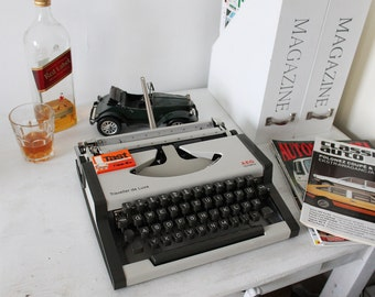 Olympia AEG Traveller de luxe  perfect working condition portable typewriter with original case