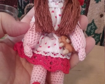 Mini doll crochet