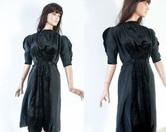 Vintage  40 black coctail dress/elbow sleeve knee length black velvet tafetta dress/ S