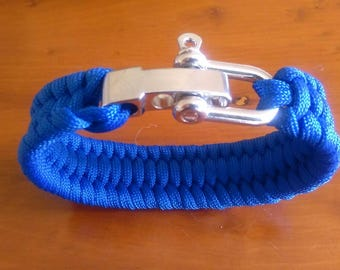 Paracord bracelet with a bright metal adjustable shackle.