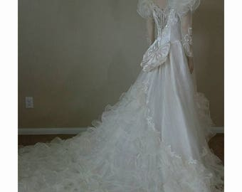 Stunning Vintage 80s wedding dress wedding gown with train ,beads and sequins
