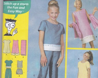 Simplicity 7118 Vintage Pattern Girls Tunic Dress, Tunic Top, Capris and Shorts Size 7,8,10 UNCUT