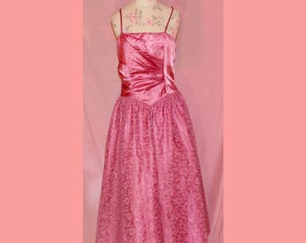 Pretty in pink 80s lace prom dress