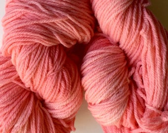 Hand dyed bulky wool yarn, handdyed pink bulky yarn, variegated pink yarn, one skein 4 oz., 225 yds.