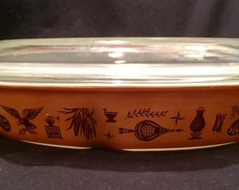 Pyrex Early American 1.5 quart oval divided casserole dish with clear lid