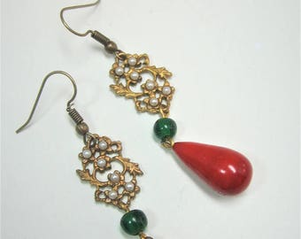 Vintage green and red glass tear drop beads earrings