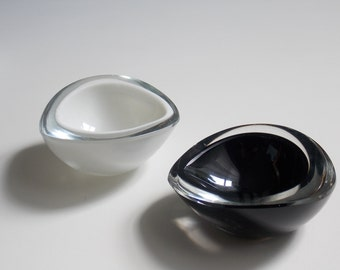 Kaj Franck Chestnut Bowl Scandinavian Modernist Glass Finland 1950s Nuutajärvi Notsjö Finnish Glass Hygge