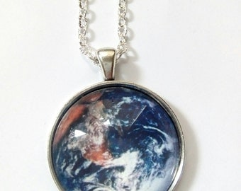 Earth glass picture pensant necklace