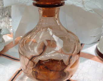 Deliziosa bottiglia in vetro soffiato rosa con tappo epoca ART DECO