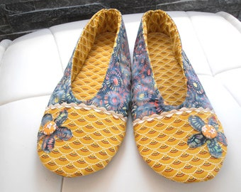 SLIPPERS women Batik fabric and Japanese flowers