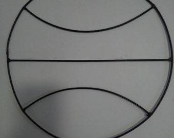 Basketball wire wreath form