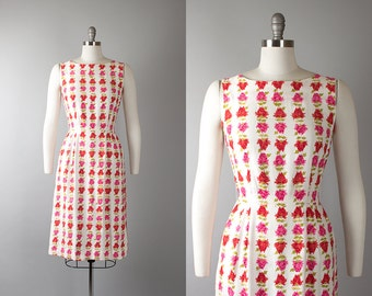 Vintage 1950s Dress | 50s Rose Floral Novelty Print Cotton White Wiggle Day Dress (small)