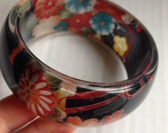 Pretty chunky multi colour floral design plastic bangle retro design darker colours