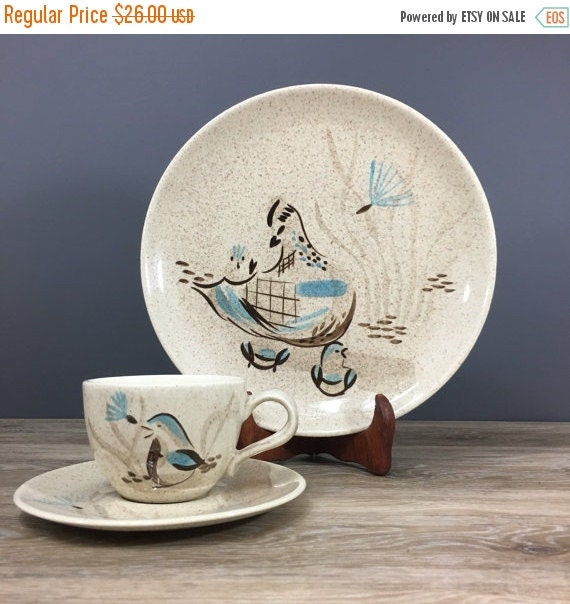 ON SALE Red Wing Potteries Bob White Quail Dinner Plates, PAIR, Vintage 1950s Pottery, Tableware, Retro Home Decor