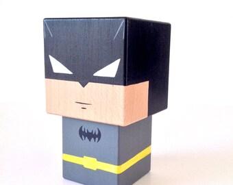 """Figurine cubique Super-héros """"Batman"""" (taille M ou L) - Peinte à la main"""