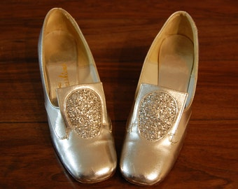 Vintage Silver Evening Shoes, evening heels,vintage womens shoes, vintage evening wear, womens size 6 costume shoes 1960's