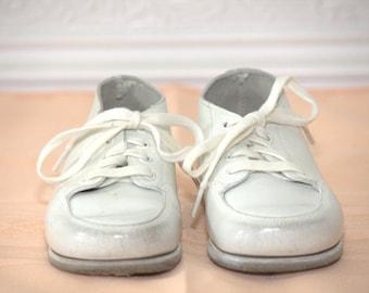 Girls Vintage White Baby Shoes - Size 4 - Vintage Baby Shoes - Vintage Leather Shoes - Vintage Boys Shoes - Vintage Girls Shoes