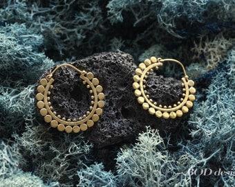 Dot hoop brass earrings