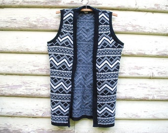 70s Vintage black and White Vest Retro Boho Sleeveless jumper Knitted Cardigan Tribal Zig Zag Vtg 1970s Size S-M