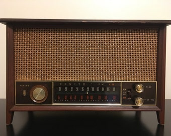 Antique Zenith Model K731 Tube Radio Mid-Century Electronic Stereo in Wood Cabinet