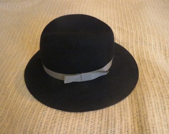 "70's Black brimmed wool hat by Chapelier ""Artistique"" of Montreal"