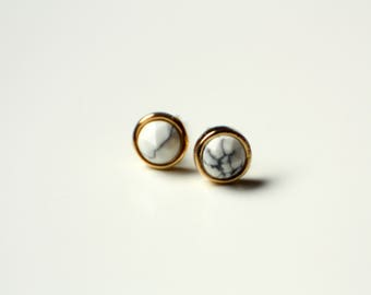 Small stud earrings 6 mm, Pearl gold