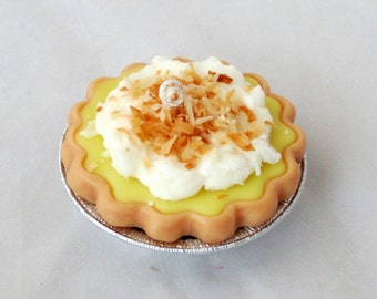 Coconut Cream pie candle, coconut candle, dessert candle, bakery candle, 3 inch wax pie, unique candle, food candle, soy candle