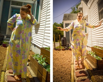 Vintage Hawaiian Muumuu Dress, Zip Up Muumuu House Coat, Full Length Tropical Caftan, Hibiscus Yellow Muumuu, Luau Summer Dress Tassel Moo