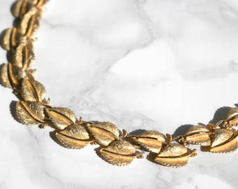 Vintage Leaf Necklace • BSK Jewelry • Womens Gold Metal Chain Necklace • Nature Necklace • 50s Necklace • 1950s Jewelry • Statement Necklace