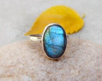 Labradorite Silver Ring, Blue Fire Gemstone Ring, labradorite, handmade ring, Gift for her, 925 Silver Ring 6 Blue stone ring Bezel Ring