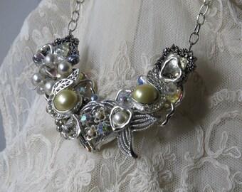 STUNNING STATEMENT NECKLACE/ Elegant/ Rhinestones/Statement Jewelry/Necklace/Pearls/White Classic/Vintage Jewel