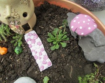 Faerie garden path and toadstool,