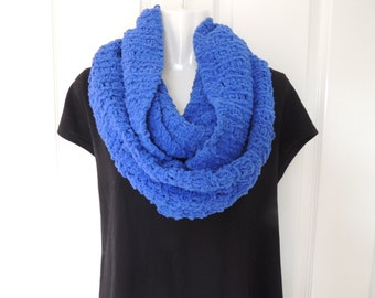 SALE-Knitted cowl. Infinity scarf. Circular scarf. Ocean blue. Winter scarf. fashion accessory. Womans scarf. Ladies Scarves. Mens scarves.