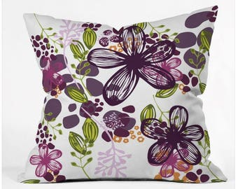 Throw Pillow Floral Design in Plum