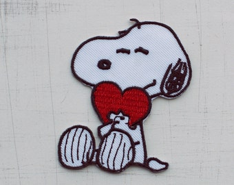 5.2 x 6.5 cm, Snoopy Holding a Lovely Heart Iron On Patch (P-252)