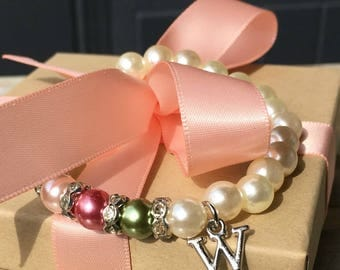 Mother of the Bride/Mother of the Groom Pearl Bracelet with Initial/Initial Charm Bracelet/Wedding Jewelry
