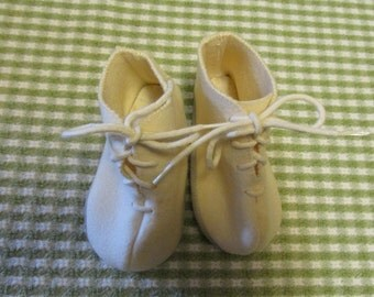 Vintage Baby Toddler Wool Felt Shoes Ivory Lace Up Shoes