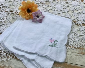 Vintage set of 4 cotton napkins with embroidered flower / white soft nakins with pink blue and green flower