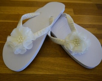 Wedding, Beach, Flip Flops, Sandals, White, Hand Decorated with Satin Ribbon and Shabby Chic Flower, Comes with Organza Bag, White or Navy