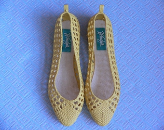 FREE SHIPPING! Vintage Windy's Yellow Jellies Slip Ons Size 6 Never Worn